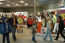 V obchodních centrech vrcholí výprodeje zboží.