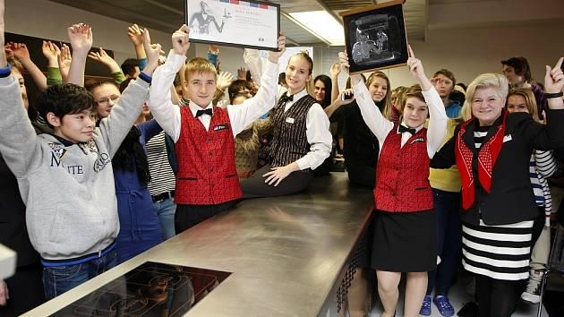Ostravský AHOL Střední škola gastronomie, turismu a lázeňství získal významné ocenění od Asociace hotelů a restaurací České republiky.