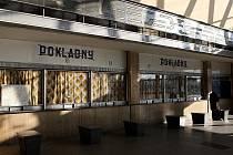 Nechcete nádražní budovu? Je na prodej! Inzerát s nabídkou pětačtyřicet let staré budovy vítkovického nádraží je v nabídce realit Českých drah.
