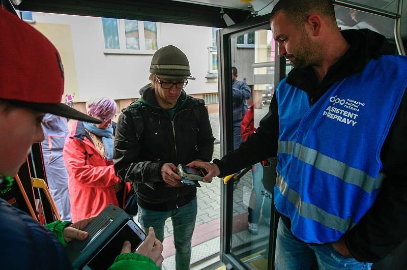 Asistenti přepravy v ostravské MHD. Ilustrační foto.