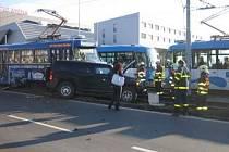 Nehoda tramvaje číslo 7 a terénního vozu Hummer 3 u ostravské ČEZ Areny.