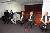 Rozsudek si přišlo vyslechnout sedm z osmi obžalovaných.