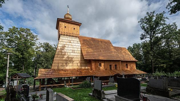 Stavba repliky vyhořelého kostelíku Božího Těla, září 2020 v Gutech.