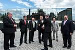 Předseda vlády Bohuslav Sobotka na návštěvě Ostravy. Dolní oblastí Vítkovic jej provázeli také ministr Lubomír Zaorálek a Jan Světlík