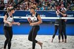 Turnaj Světového okruhu v plážovém volejbalu - semifinále, 24. června 2018 v Ostravě. Na snímku (zleva) Heather Bansley, Brandie Wilkerson vpozadí Barbora Hermannová a Markéta Sluková.