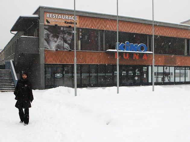 Ostravské kino Luna je až do 17. března pro veřejnost uzavřeno. Začala výměna sedaček za pohodlnější.