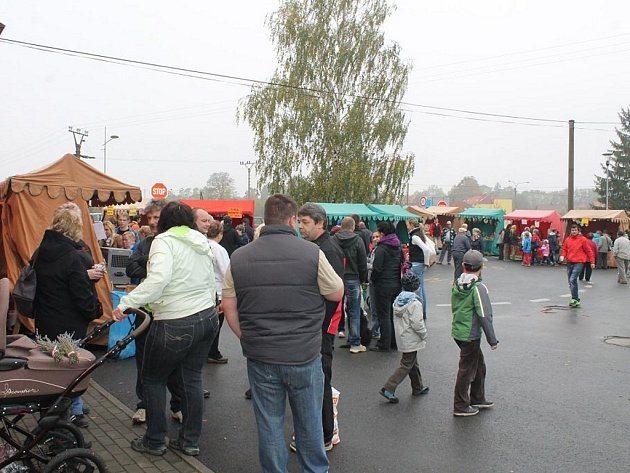 Tradiční podzimní jarmark s pravou moravskou zabíjačkou spojený s výstavou ovoce a zeleniny v Jeseníku nad Odrou.