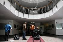 Natáčení nového cyklu dokumentárních dramat České televize v prostorách Okresního soudu v Ostravě-Porubě.