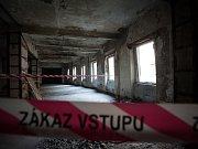 Záběry z prohlídky někdejší pýchy Ostravy – komplexu budov tvořící bývalý Módní dům Ostravica-Textilia.