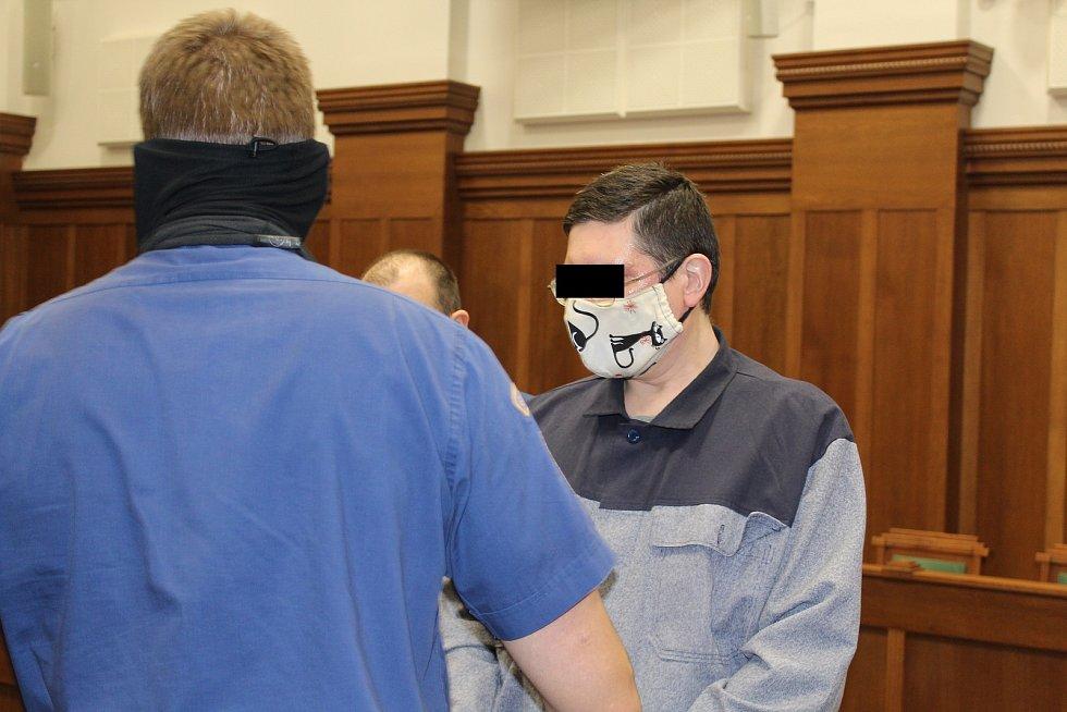 Muž byl v pátek, 5. února 2021, za dvojnásobnou vraždu odsouzen k pětadvaceti rokům žaláře.