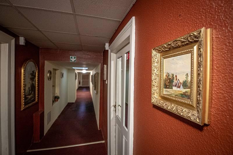 Hotel Corrado kde byli ubytování dva příslušníci ruské tajné služby GRU, 20. dubna 2021 v Ostravě. Agenti Anatolij Čepiga a Alexandr Miškin se v hotelu ubytovali v roce 2014. Interiér hotelu.