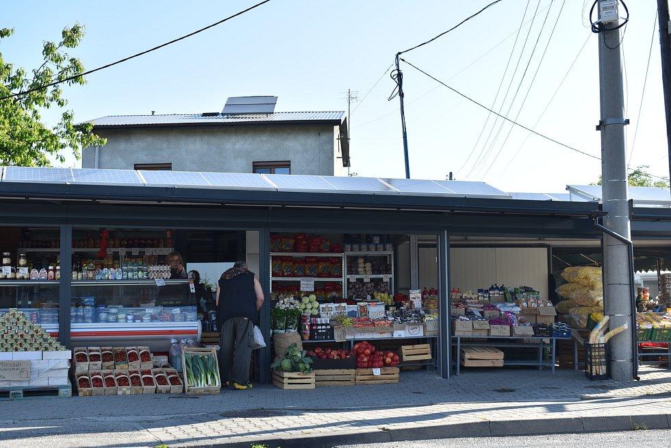 V Polsku jsme při malém čekání na křižovatce stihli vyfotit i tržnici.