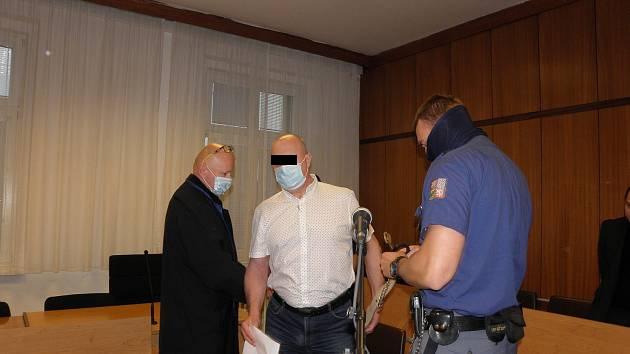 Obžalovaný tvrdí, že se stal obětí politického spiknutí.