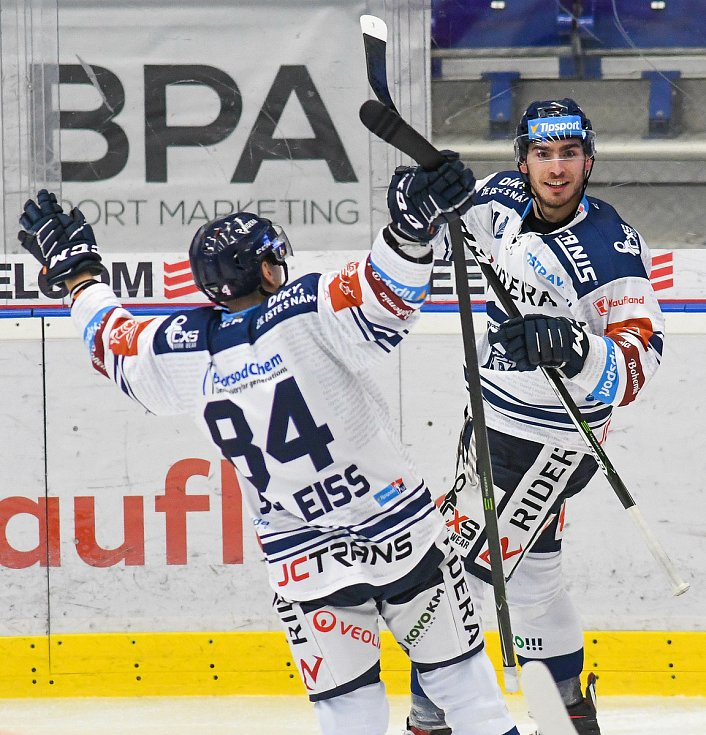 Jan Shleiss a Dominik Lakatoš z Vítkovic - 29. kolo Tipsport Extraligy HC VÍTKOVICE RIDERA - HC Oceláři Třinec, 26. prosince 2020 v Ostravě.