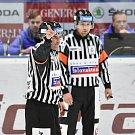 Utkání 4. kola hokejové extraligy: HC Vítkovice Ridera - HC Škoda Plzeň, 23. září 2018 v Ostravě. Na snímku hlavní rozhodčí.