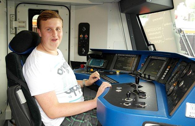 Vlakvedoucí nikoliv strojvůdce, tak si představuje středoškolák zKladna dvou další kariéru, pochopitelně na železnici.