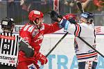 Čtvrtfinále play off hokejové extraligy - 3. zápas: HC Vítkovice Ridera - HC Oceláři Třinec, 24. března 2019 v Ostravě. Na snímku (zleva) David Musil, Jan Schleiss.