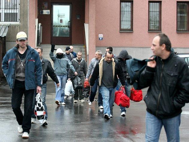 """Brány dvou ostravských žalářů v Heřmanicích a centru města nakonec opustí """"jen"""" 345 vězňů, další stovky nesplnily všechny podmínky."""