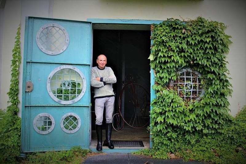 Velocipedista a designér interiéru Radim Heinich.