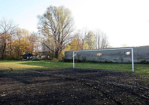 Jiskra Hrušov. Ostravský fotbalový klub, který příští rok v létě oslaví už své šedesátiny, v posledních letech trápí devastace areálu a vlastnické vztahy.