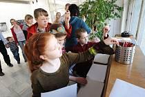 Hledat, poznávat a prozkoumávat umělecká díla. Hrát si a současně se dozvědět o umění něco nového. To dětem a jejich rodičům slibovala akce s názvem Expedice do obrazu č. 5, která se o víkendu konala v Galerii výtvarného umění v Porubě.