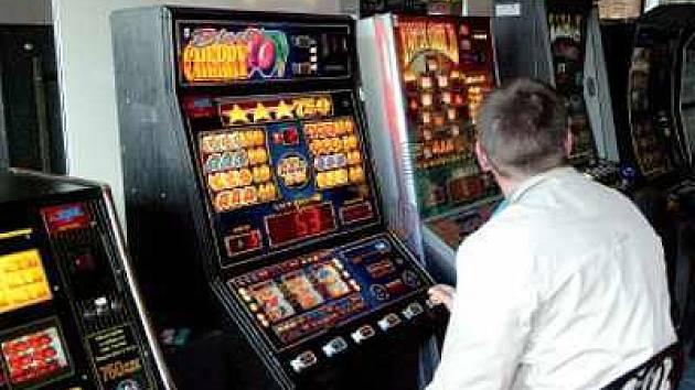 Hraní na automatech propadají většinou muži. Nejeden z nich už kvůli své závislost skončil v opavské Psychiatrické léčebně.