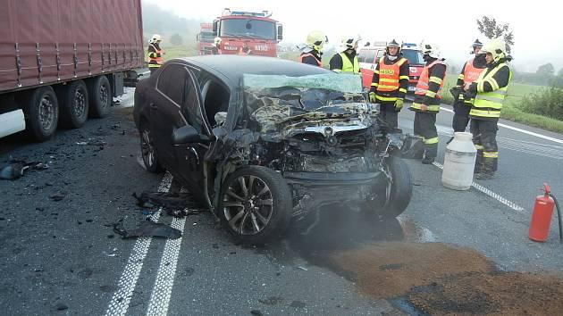 Jedna z tragických loňských nehod se stala v září v Mostech u Jablunkova, kde se srazil polský kamion Renault Camiva s osobním automobilem Škoda Superb. Nehodu nepřežil řidič superbu.