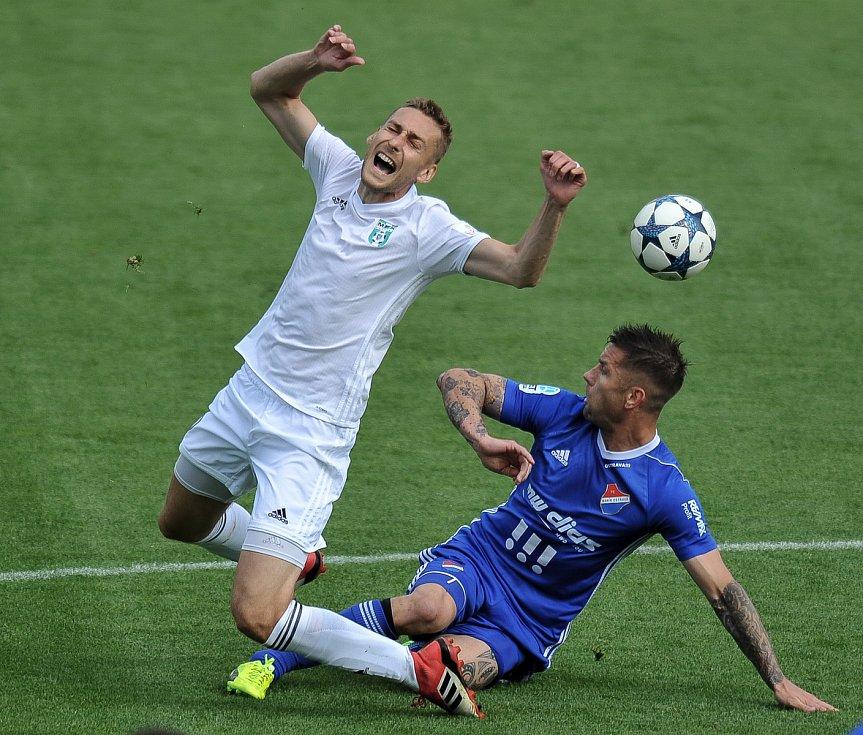 Utkání 29. kola první fotbalové ligy: MFK Karviná - Baník Ostrava, 19. května 2018 v Karviné. (vlevo) Kalabiška Jan a Fillo Martin.