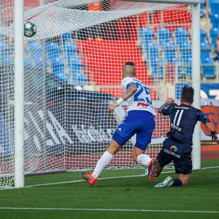 Utkaní 7. kola fotbalové FORTUNA:LIGY: FC Baník Ostrava - 1. FC Slovácko, 23. srpna 2019 v Ostravě. Na snímku (zleva) Jiří Fleišman, Milan Petržela.
