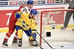 Mistrovství světa hokejistů do 20 let, čtvrtfinále: ČR - Švédsko, 2. ledna 2020 v Ostravě. Na snímku (zleva) Karel Klikorka a David Gustafsson.