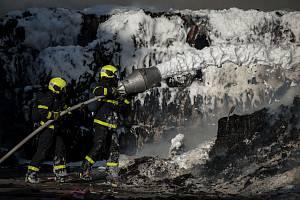 Požár ve Vratimově ve společnosti FCC Česká republika 27. dubna 2018.