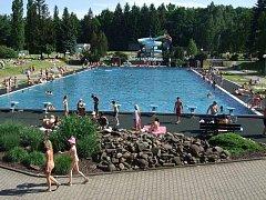 Letní koupaliště v Třinci pod Javorovým rodiny z města i širokého okolí dobře znají.