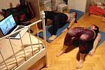 MOTÝLEK pořádá domácí online cvičení.