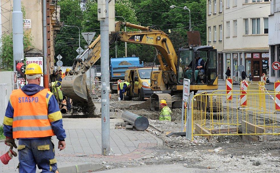Rekonstrukce nádražní ulice komplikuje podnikání řadě obchodníků.
