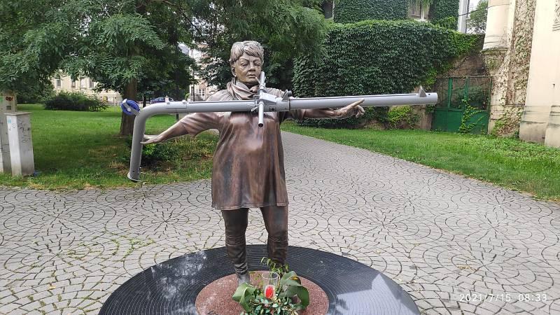 Socha Věry Špinarové, 15. června 2021, Ostrava.