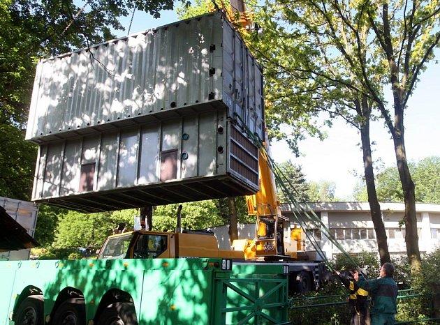 Slon Calvin přijel do ostravské zoo v tomto kontejneru