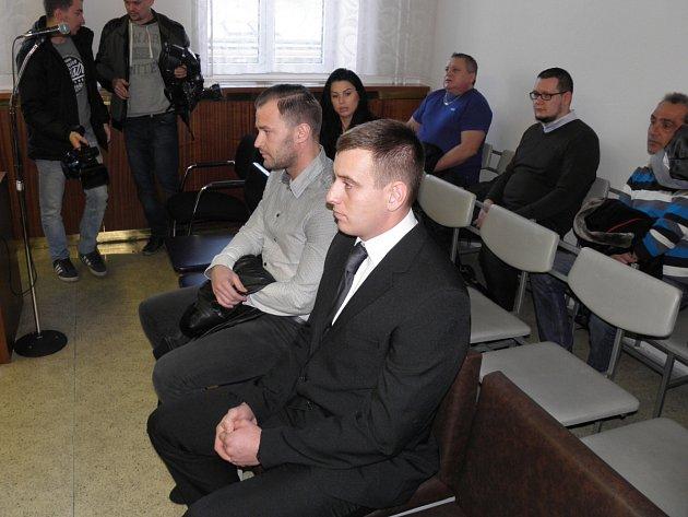 Oba obžalovaní – Miroslav Polák (vpravo) a Petr Hrozen – se ke kokainovým kšeftům přiznali. Hrozí jim deset až osmnáct let.