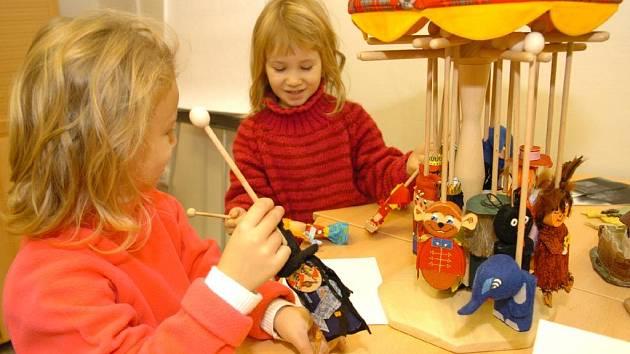 Děti dostaly hračky od vězňů z heřmanické věznice