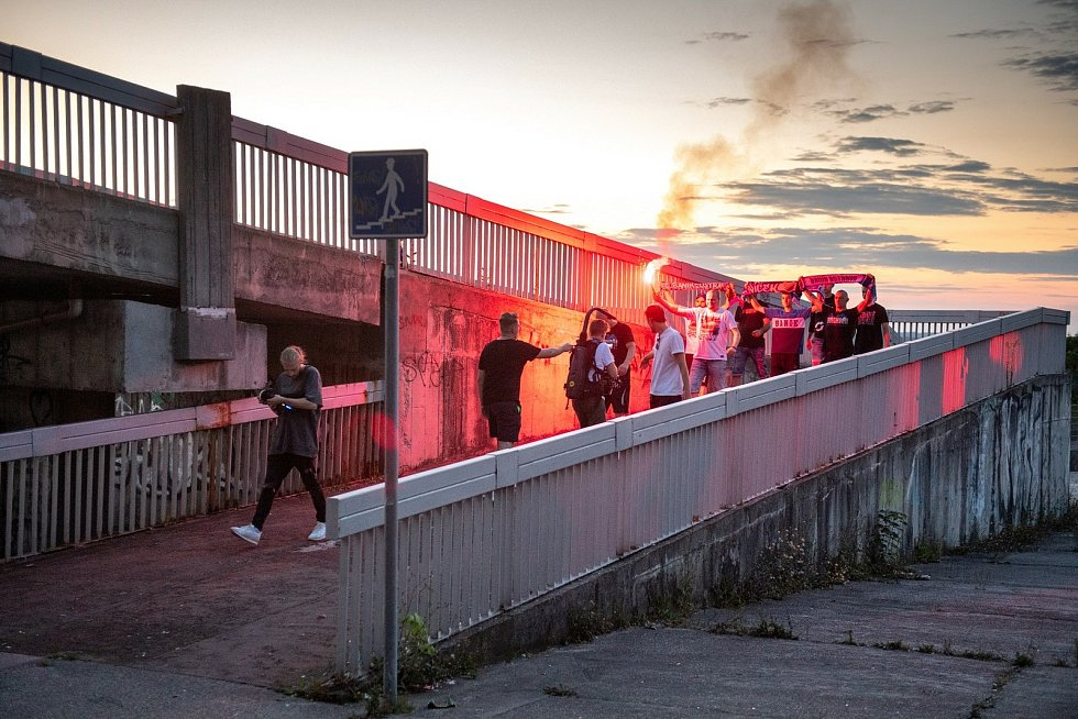 Natáčení videa s fanoušky FC Baník Ostrava a Václavem Svěrkošem. 25. července v Ostravě.