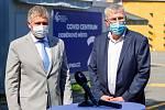 Zleva ředitel Fakultní nemocnice Ostrava Jiří Havrlant a hejtman Ivo Vondrák při slavnostním otevření Covid centra ve FNO, 12. srpna 2020.