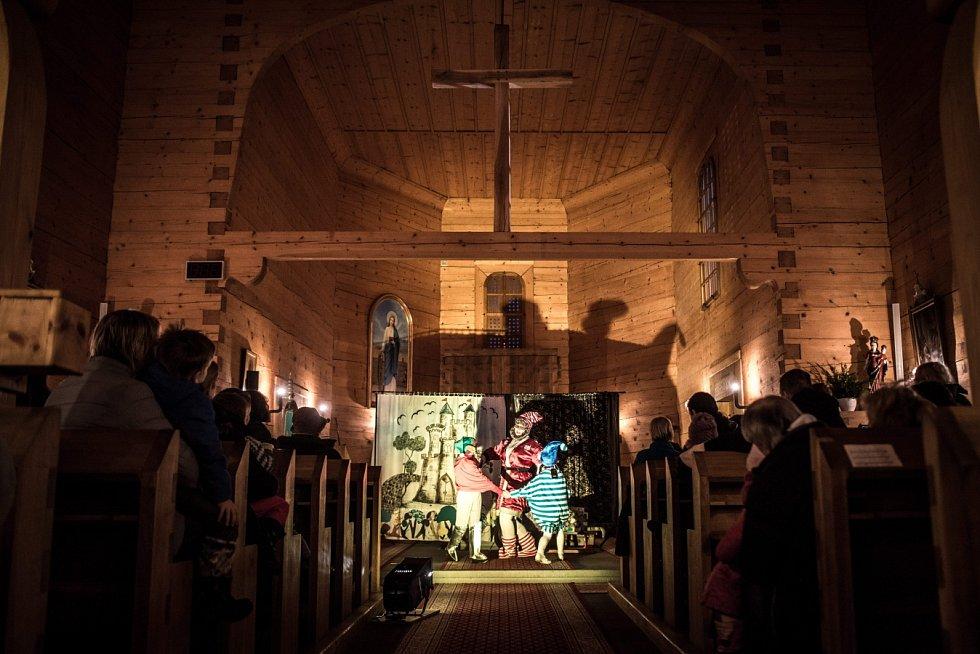 Divadelní představení Hvězda betlémská v kostelíku sv. Kateřiny v Ostravě-Hrabové.