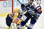 Utkání 41. kola hokejové extraligy: HC Vítkovice Ridera - PSG Berani Zlín, 28. ledna 2020 v Ostravě. Na snímku (zleva) brankář Zlína Libor Kašík a Tomáš Kubalík.