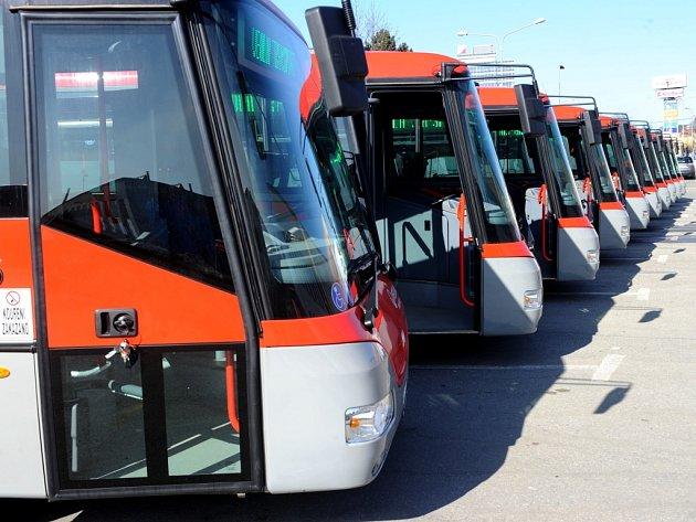 Veolia Transport Morava zařadil do provozu čtrnáct nových autobusů značky SOR, třetí a závěrečnou dodávku v rámci projektu Renovace vozového parku pro příměstskou hromadnou dopravu.