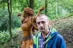 Tvůrce dřevěných soch slovanských bohů - řezbář z Ostravice Luděk Vančura