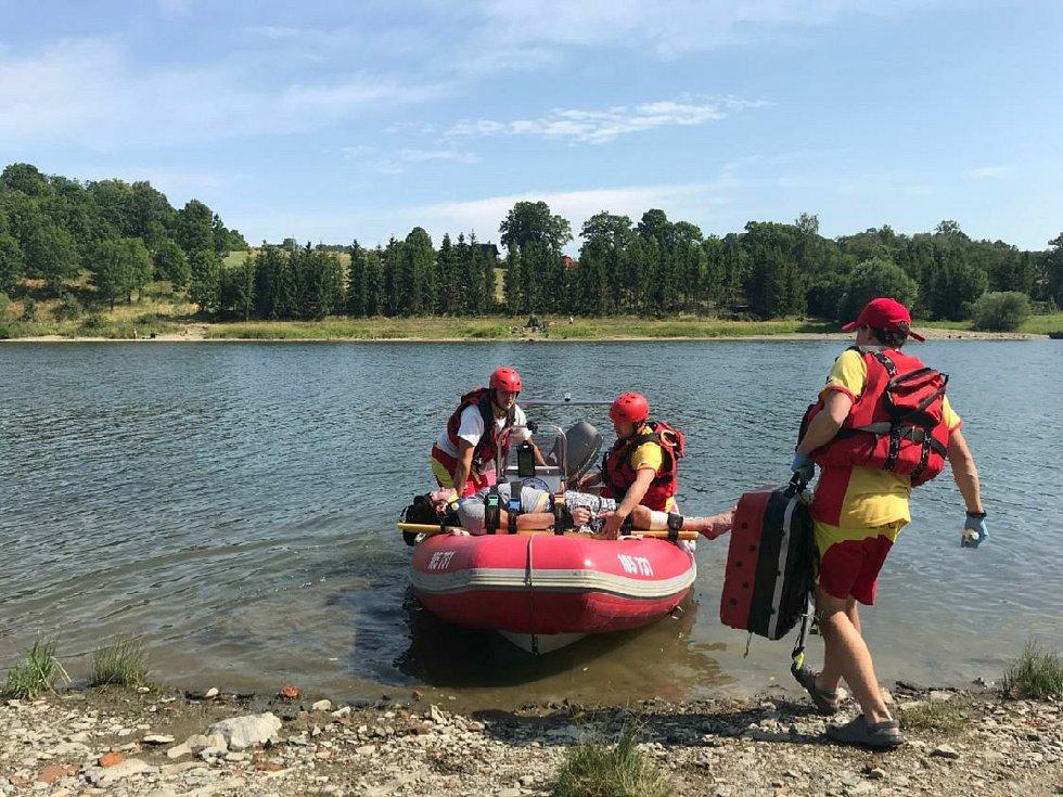 Vodní záchranáři na Slezské Hartě. Ilustrační foto.