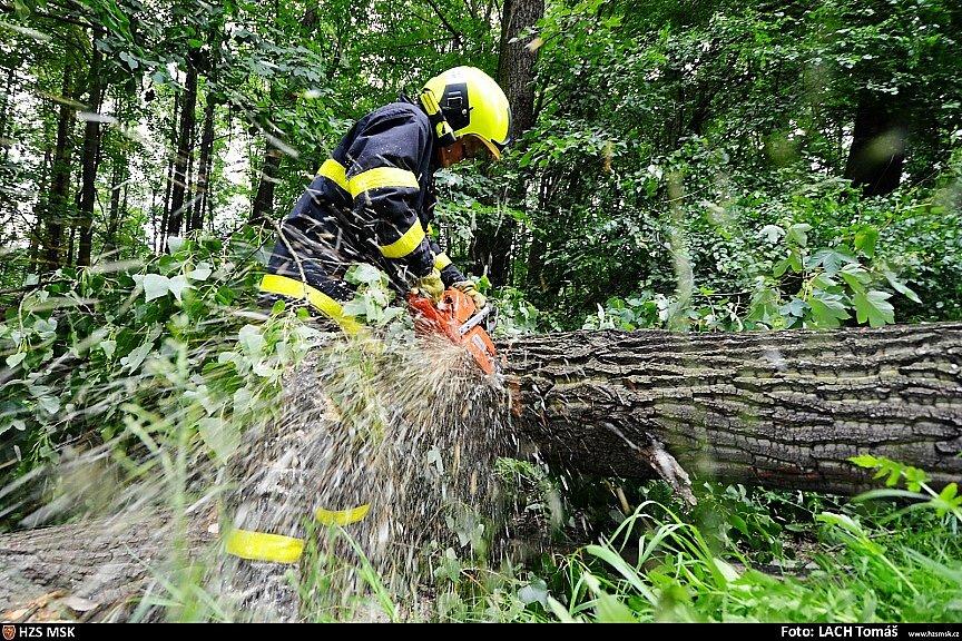 Zásah hasičů u událostí zapříčiněných větrem.