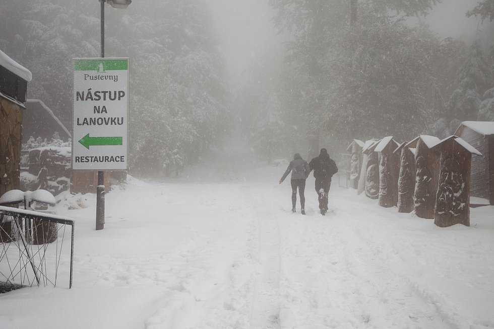 Na Pustevnách v Beskydech napadl 13. října 2020 první sníh.