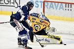 Utkání 41. kola hokejové extraligy: HC Vítkovice Ridera - PSG Berani Zlín, 28. ledna 2020 v Ostravě. Na snímku (zleva) Dominik Lakatoš a brankář Zlína Libor Kašík.
