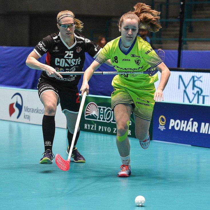 Pohár mistrů ve florbalu, o 3. místo (ženy): 1. SC Vítkovice - SB-Pro Nurmijarvi, 12. ledna 2020 v Ostravě. Na snímku (zleva) Nita Heino a Lucie Cholinská.