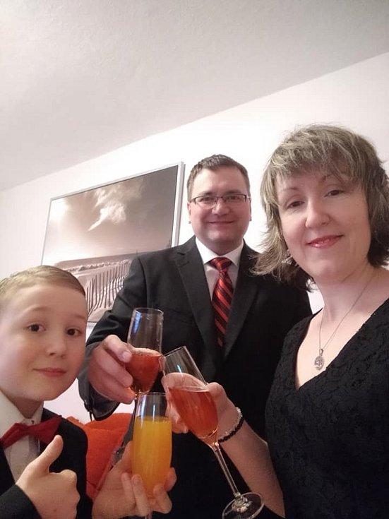 Rodina Lebedíkova se také připojila.